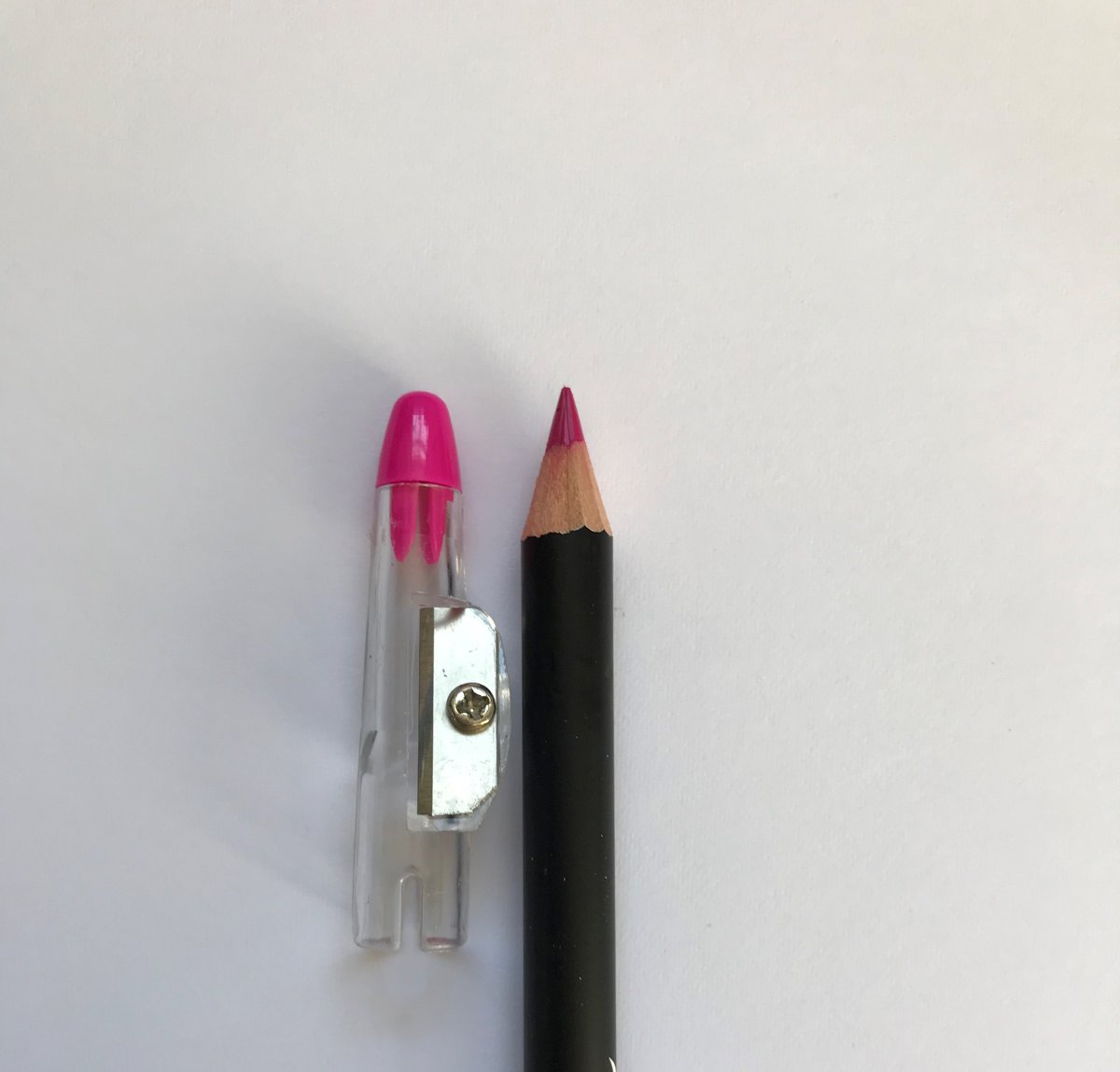 Lovely Pop Cosmetics - 2 in 1 extra lang Oogpotlood en Lippotlood met puntenslijper - fuchsia/fel roze // Eye & Lip Liner - fuchsia / fuchsia - 20016