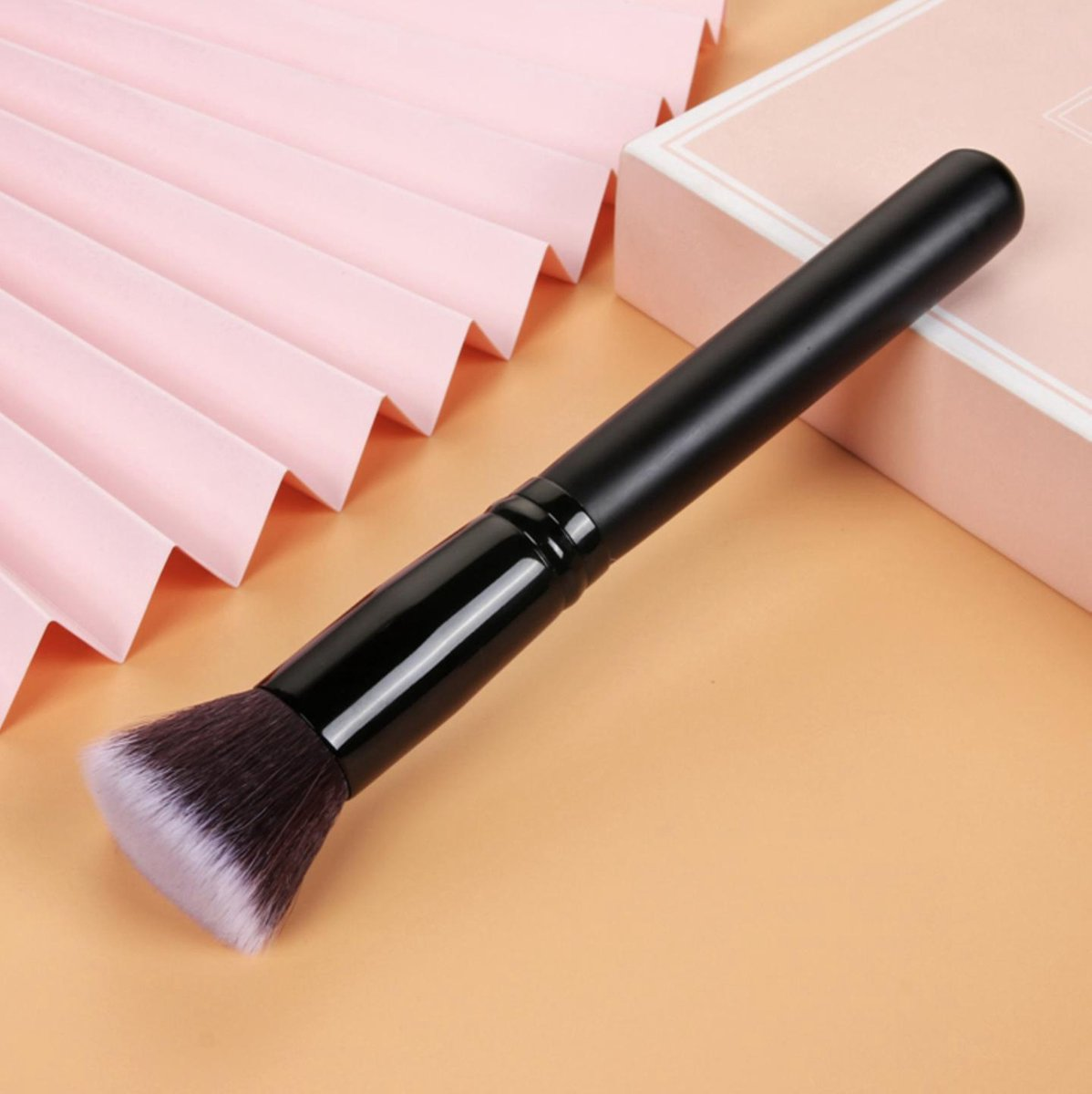 Flat foundation brush | zwart